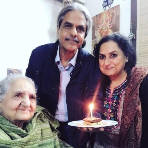 The parents of Jannabi Das and his grandmother