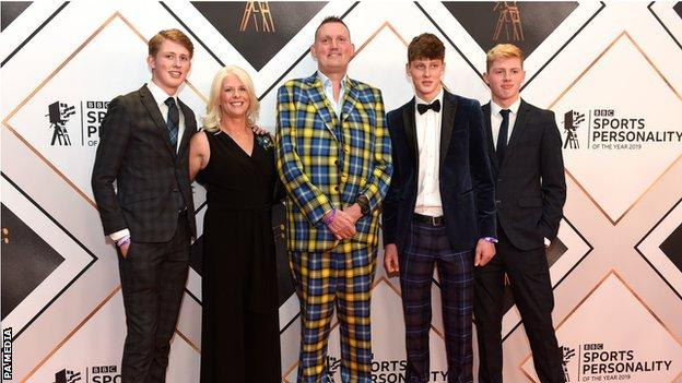 "Doddie Weir Awards ""data-caption ="" Thank you for all the kind messages sent to me as the newest recipient of the #SPOTY Helen Rollason Award. It was a fantastic night, surrounded by fantastic people. We wish you a Merry Christmas and a Happy New Year. ""Data-source ="" https://twitter.com/DoddieWeir5/status/1206501885664006149"