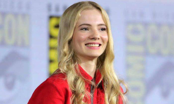 Freya Allan Bio, Wiki, Age, Height, Boyfriend, Net Worth, Facts - Freya Allan Bio Wiki Age Height Boyfriend Net Worth Facts