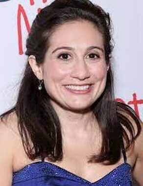 Lucy DeVito Bio, Age, Parents, Height, Husband, Education, Career, Worth - Lucy DeVito Bio Age Parents Height Husband Education Career Worth