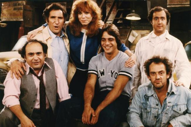 Judd Hirsch with the taxi crew.
